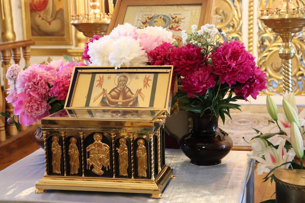 Принесение ковчега с частицей пояса Пресвятой Богородицы